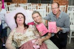 Janice e Joel Wilhelm celebraram o lançamento do livro da professora de Igrejinha