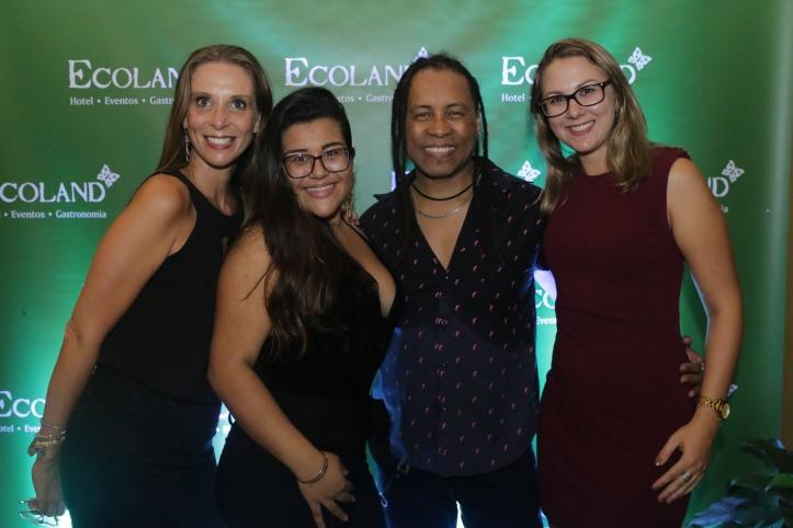 Graziela Dias Flocke, Luana Rheinheimer e Emilia Grazieli Ev com Serginho Moah