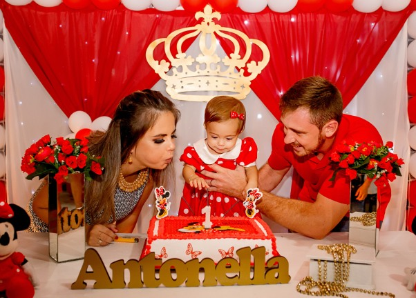 Soprando velinhas Antonella Fassbinder, com os pais Tamara e Alexandre!