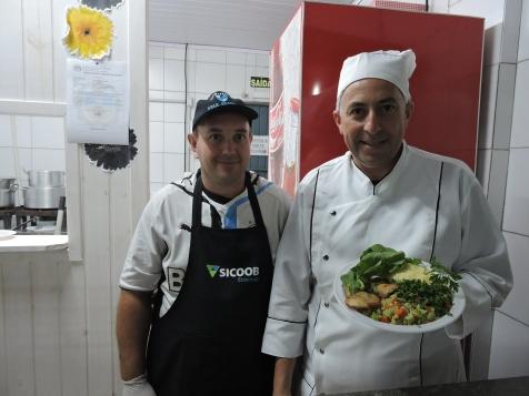 Padaria Backhaus foi de Peixe com legumes e salada verde