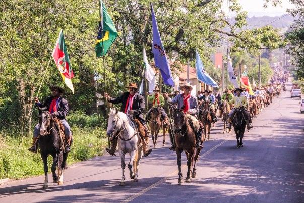 Desfiles pelas principais ruas da cidade