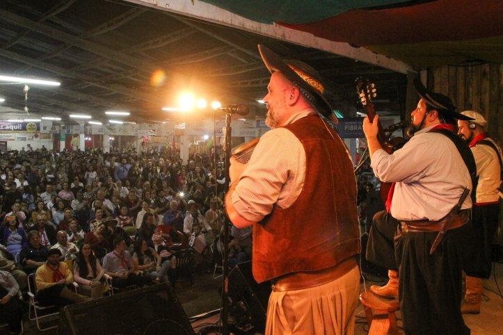 Taquara - Cantores renomados atraem os visitantes