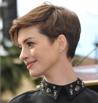 Anne-Hathaway-Pixie-Hairstyle-short