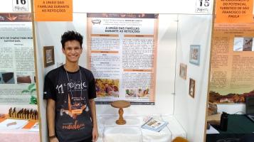 Éliton Ramos Jacobs_Móveis_A união das famílias durante as refeições (3)
