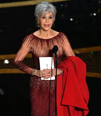 "Jane Fonda com seu ""casaco de protesto"" - Foto Kevin Winter-Getty Images"